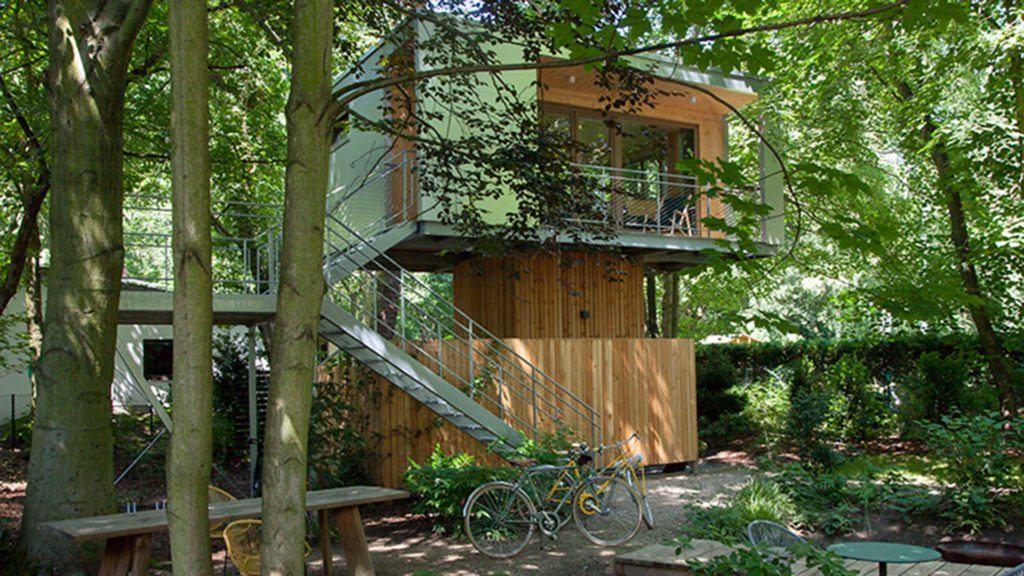 urban tree houses wohnen in berliner baumwipfeln die insiderei. Black Bedroom Furniture Sets. Home Design Ideas