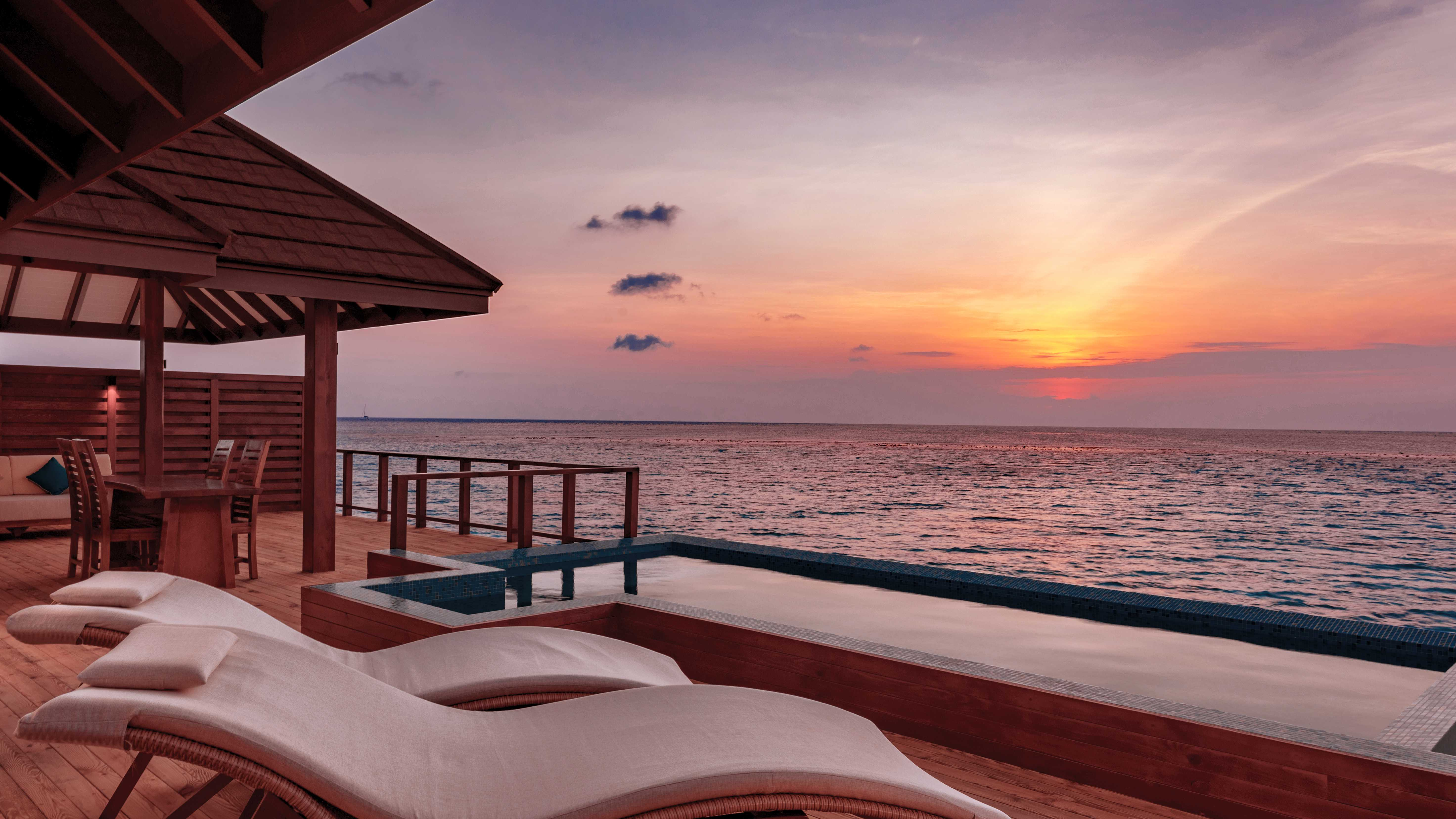 Sonnenuntergang Overwater Villa Varu by Atmosphere Malediven All Inclusive